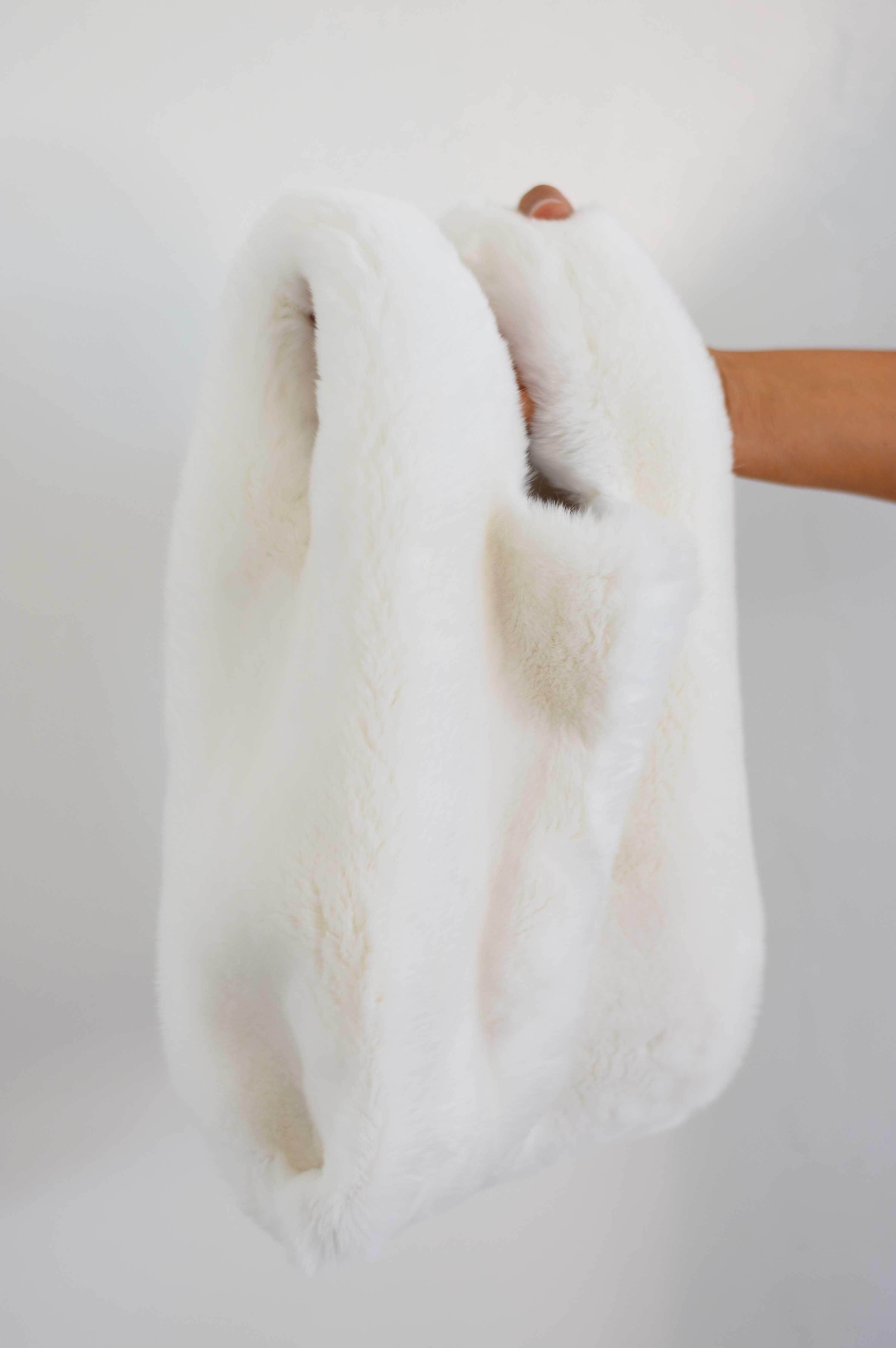 Fur bride bag: borsa per sposa in pelliccia di orylag® bianco