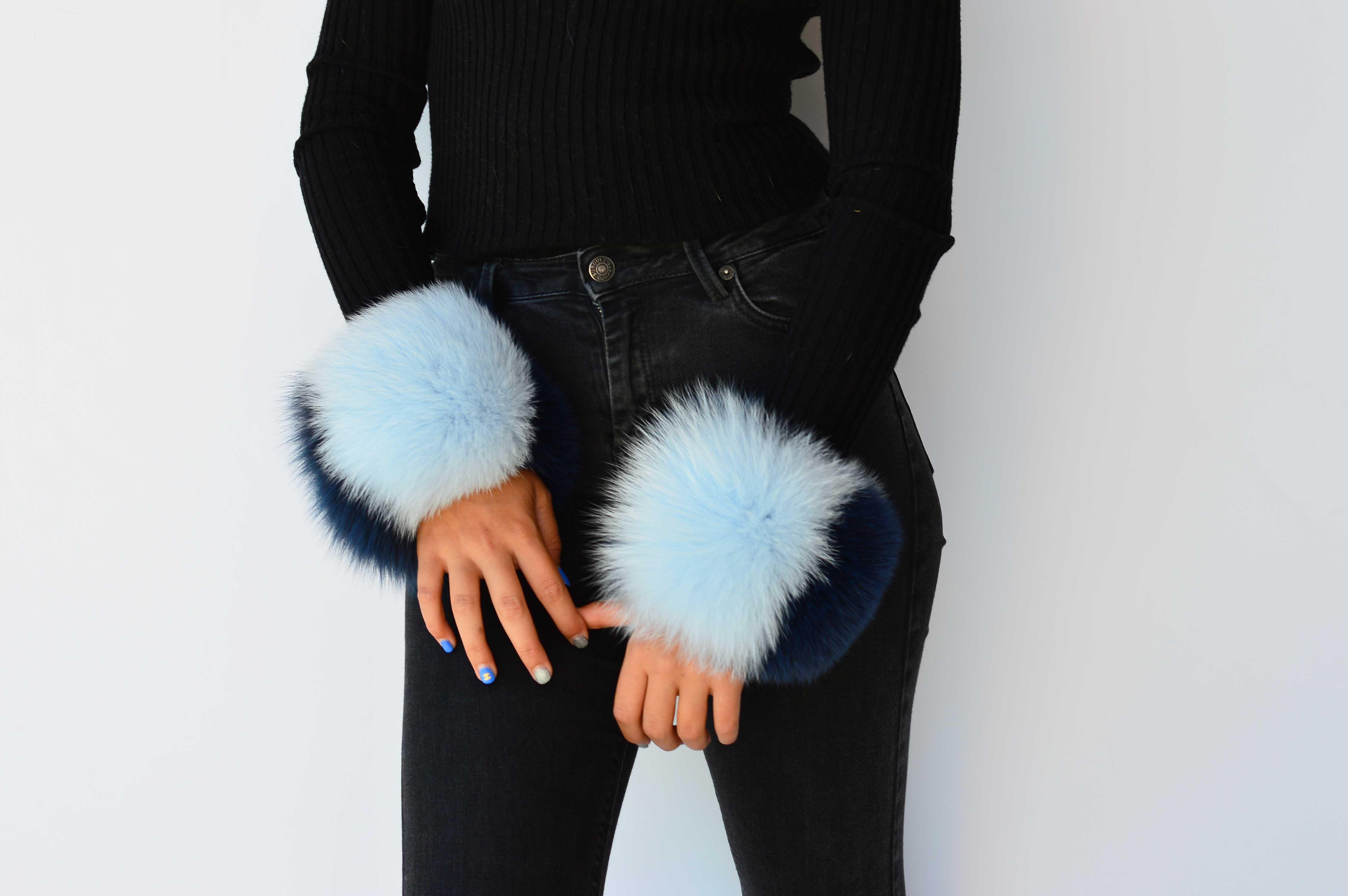 Polsi Clic Clac in pelliccia di volpe colorata azzurro e blu