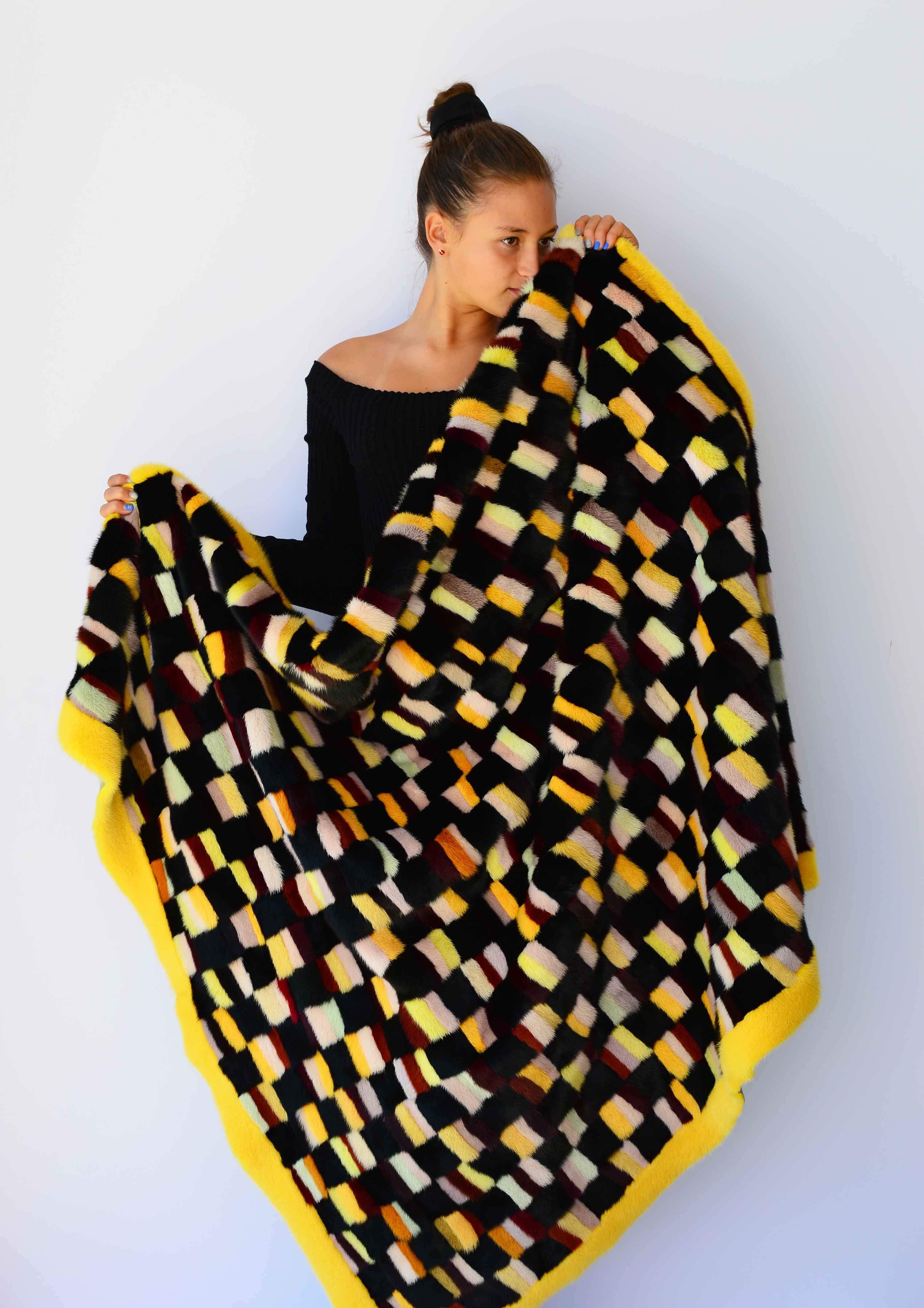 Coperta patchwork visone colorato contorno giallo