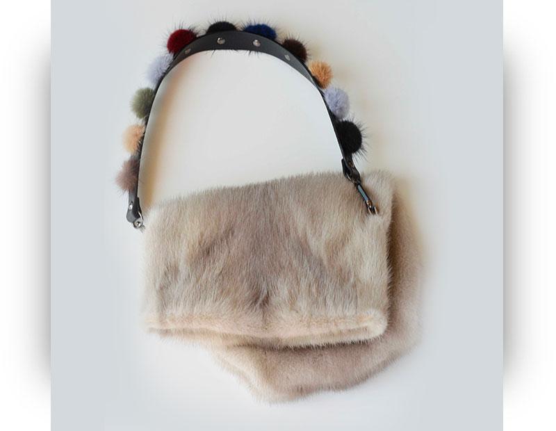 Borsa di pelliccia a sacchetto in visone beige con interno in pelle