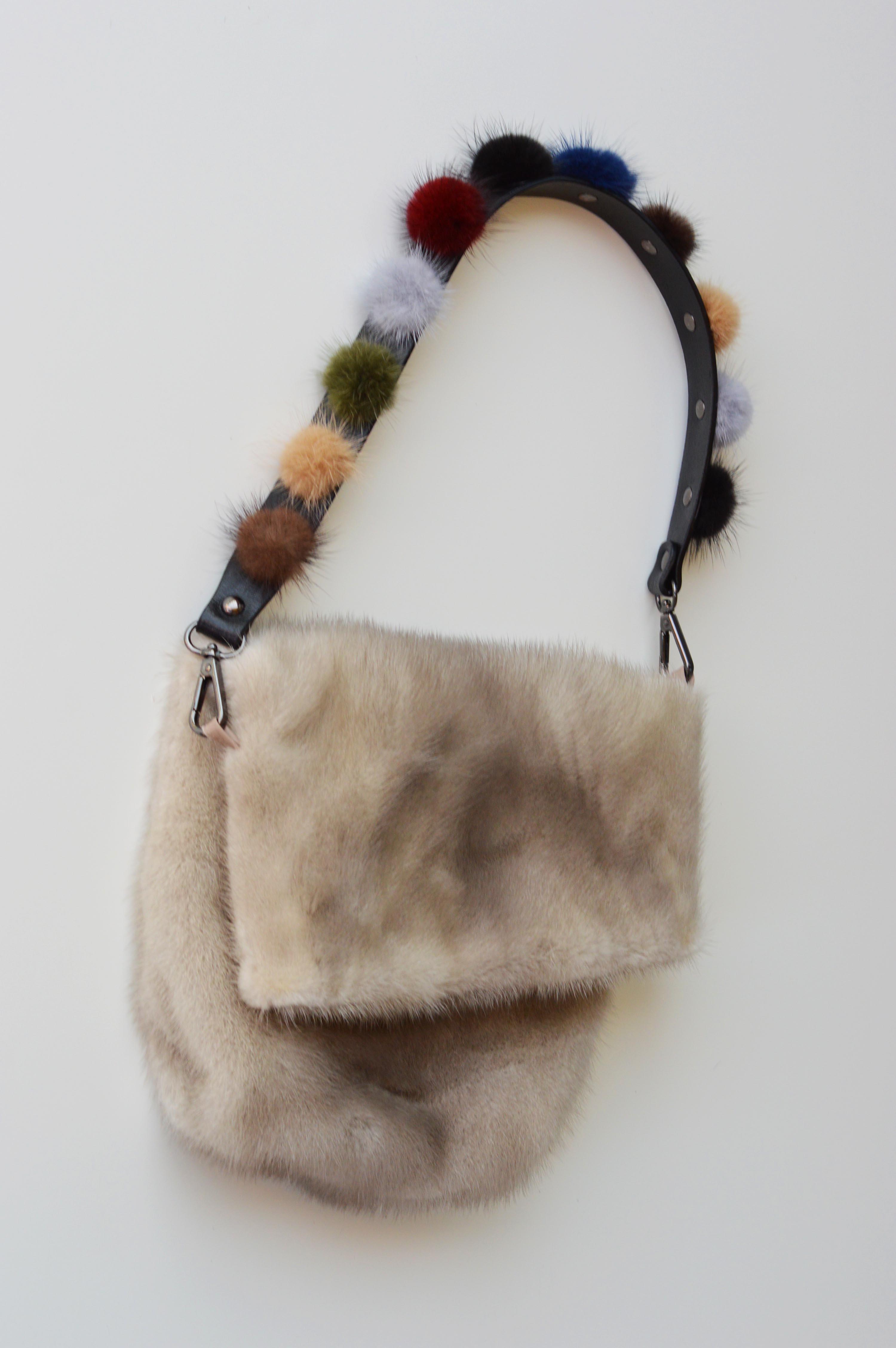 quantità limitata prezzo migliore la più grande selezione di Tracolla borsa di pelliccia con pom pom di visone colorati