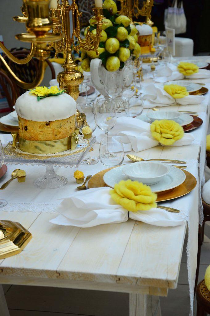 Come apparecchiare la tavola di natale con i fiori di pelliccia - Apparecchiare la tavola di natale ...