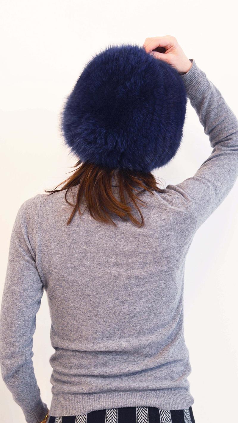 Cappello di pelliccia di volpe blu con interno di lana elasticizzata