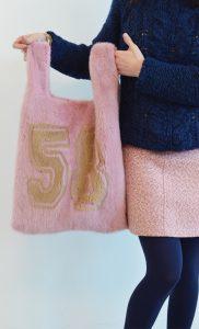 borsa rosa in pelliccia