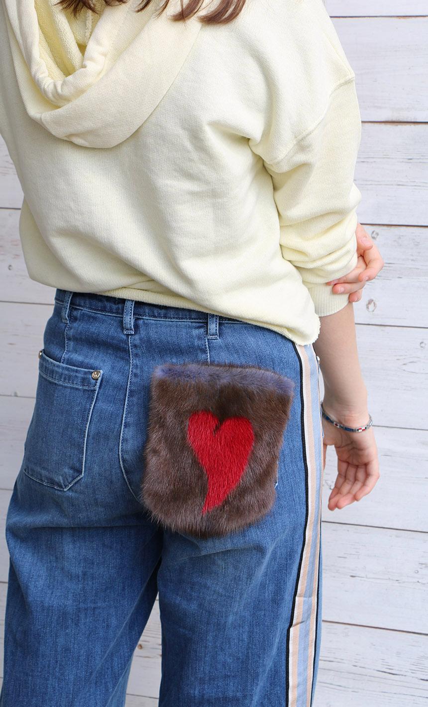 Jeans con pelliccia: tasca di visone da applicare sul denim