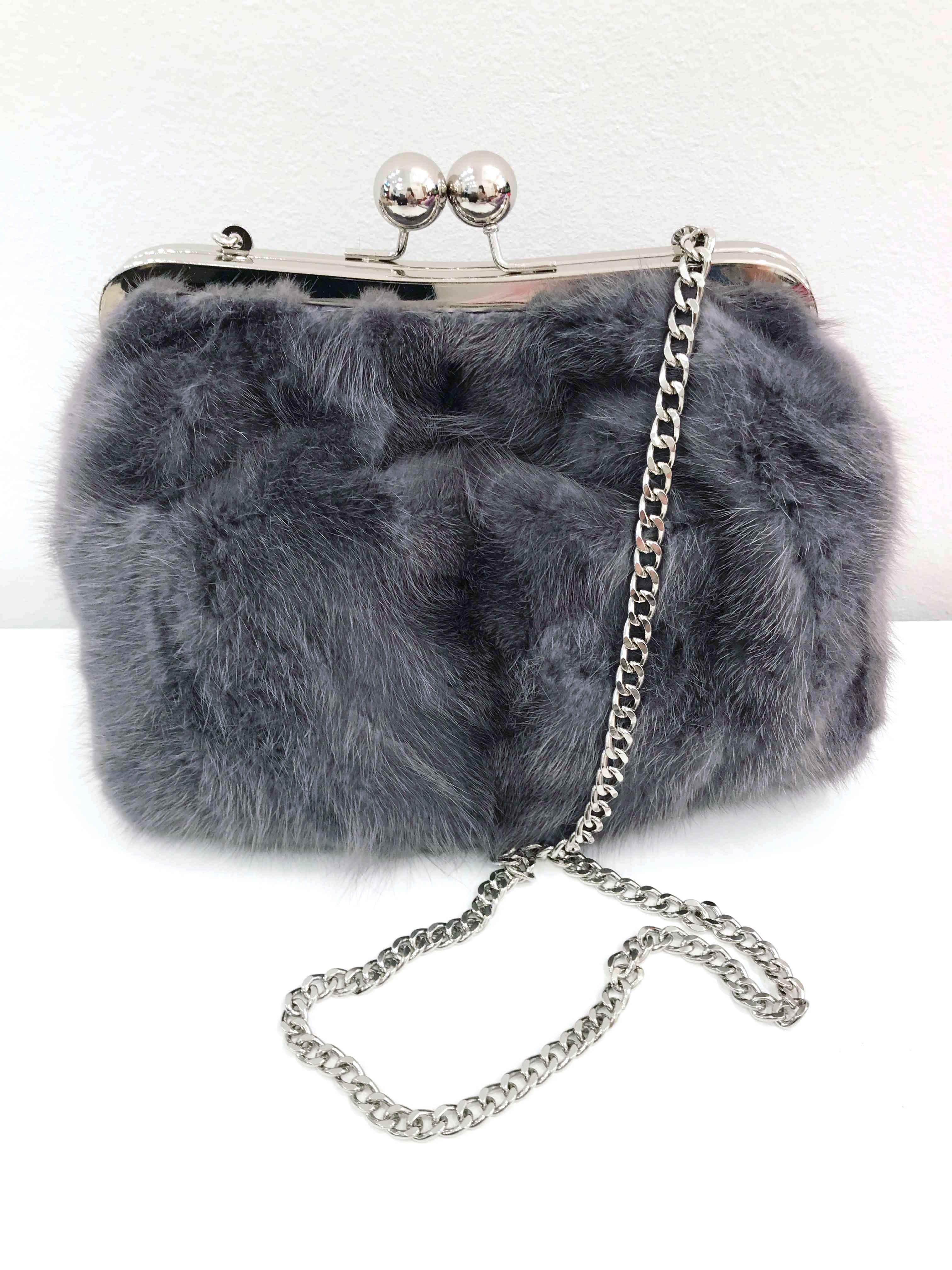 Borsa in pelliccia: pasticcino bag in visone grigio riciclato